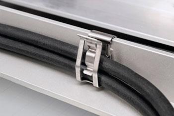 Clips metálicos para sujetar cables a placas solares